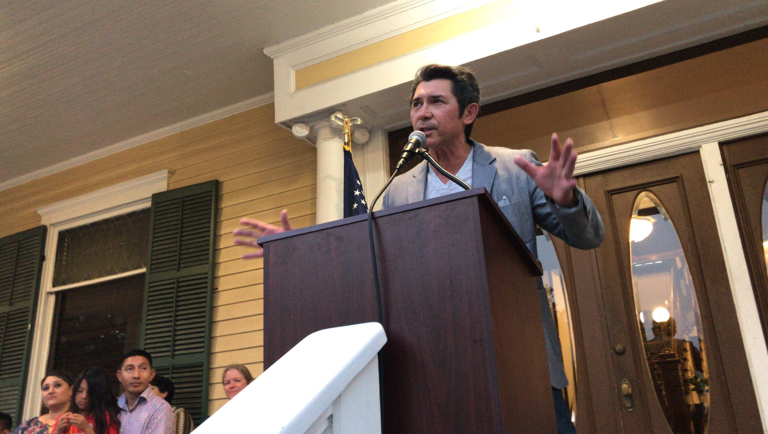 Lou Diamond Phillips apologizes for arrest at Texas history event