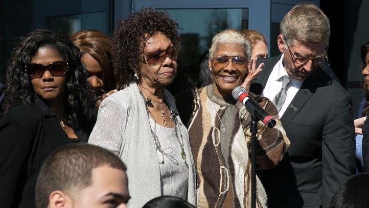 Cissy Houston, Dion Warwick. The Grammy Museum Experience
