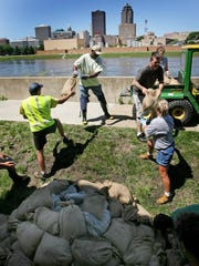 Workers sandbag beside the Argonne Armory on the east side of the rapidly rising Des Moines River on June 10, 2008.