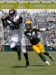 Jaguars tight end Julius Thomas catches the ball over