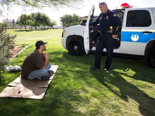 Phoenix Police Department Detective Rusty Stuart (right)