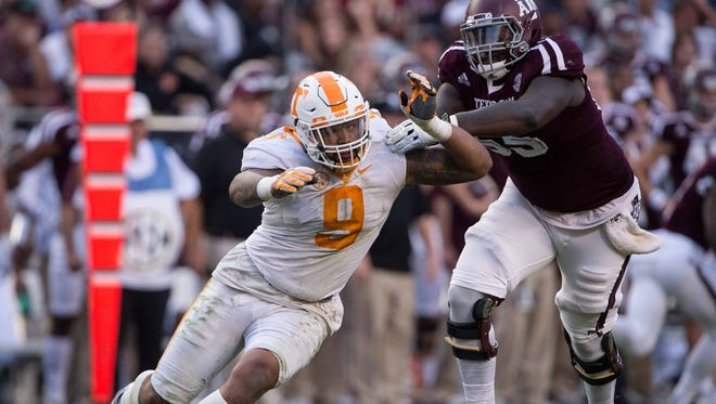 Tennessee Volunteers defensive end Derek Barnett (9) could end up selected by the Bengals at No. 9.