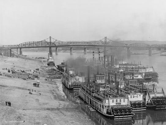 Steamboats dock at Cincinnati's Public Landing in 1904.