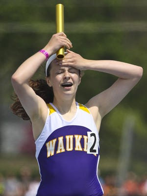 Waukee's Erika Lewis anchored the Class 4-A 4x800 meter relay to a championship at the 2013 state girls' track meet.