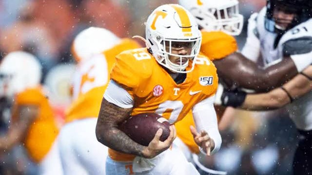 Tennessee running back Tim Jordan (9) runs the ball during a game between Tennessee and Vanderbilt at Neyland Stadium in Knoxville. on Nov. 30, 2019.