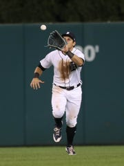 Mikie Mahtook catches a fly ball against the Dodgers