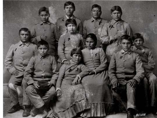 Apache children from Florida after arrival to the Carlisle