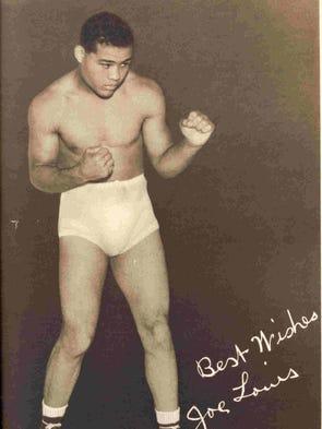 Promo photo signed by heavyweight boxing champ Joe