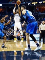 Memphis Grizzlies guard Mike Conley (middle) puts