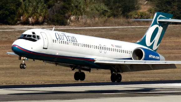 An AirTran Airlines Boeing 717-200 lands in Tampa on