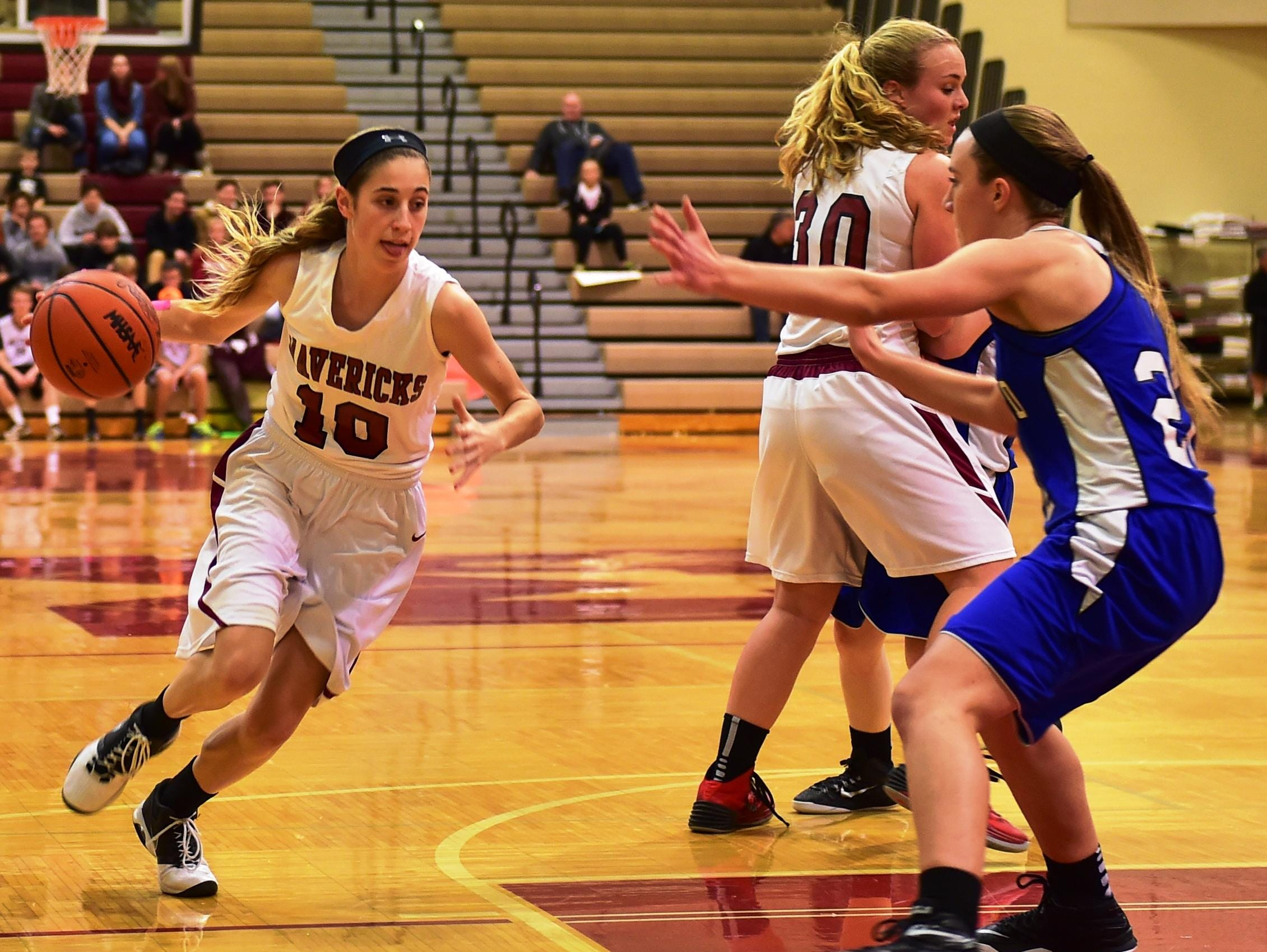 Milford's Mallory Barrett (left) runs the pick-and-roll play with teammate Brynne Gustafson in Thursday's win over Lakeland.
