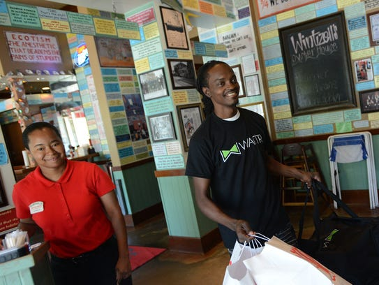 Kendall Hurts, A Waitr. employee, picks up food from