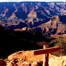 At 0.9 miles the South Kaibab reaches Ooh Aah Point exposing views up and down the canyon.
