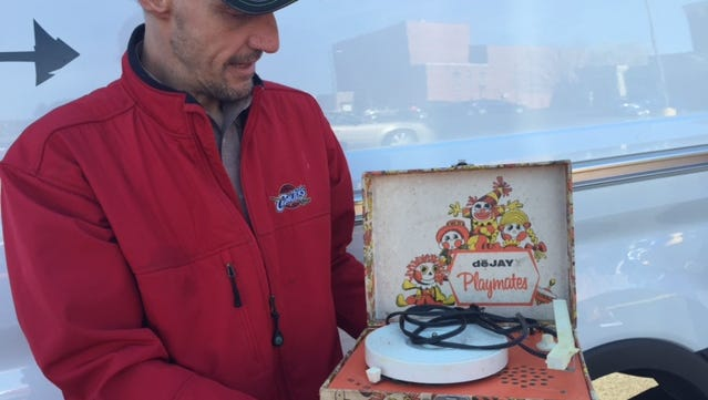 Jeff Kline saw the American Pickers van in the Holiday Inn parking lot and brought his 1978 Raggedy Ann and Andy record player his parents gave him. It wasn't the show's stars in town but their drivers.