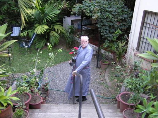 The Rev. Robert W. Andrews, shown at his home in Costa Rica, enjoyed his retirement there with friends from former President Rodrigo Carazo to peasants and street children, his longtime friend Phillip Bannowsky said.