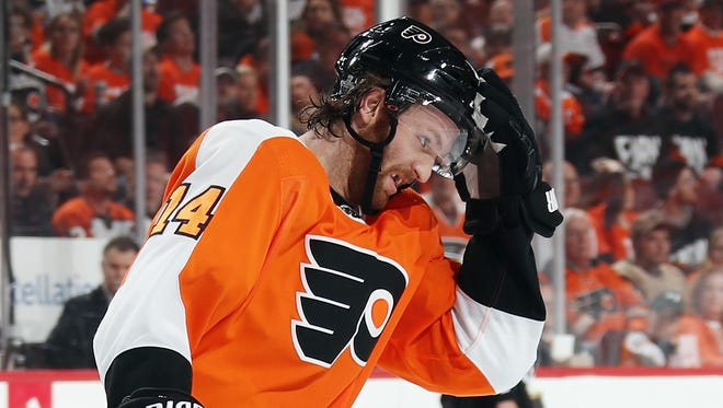 Sean Couturier has averaged 24:35 of ice time in the first three games for the Flyers.