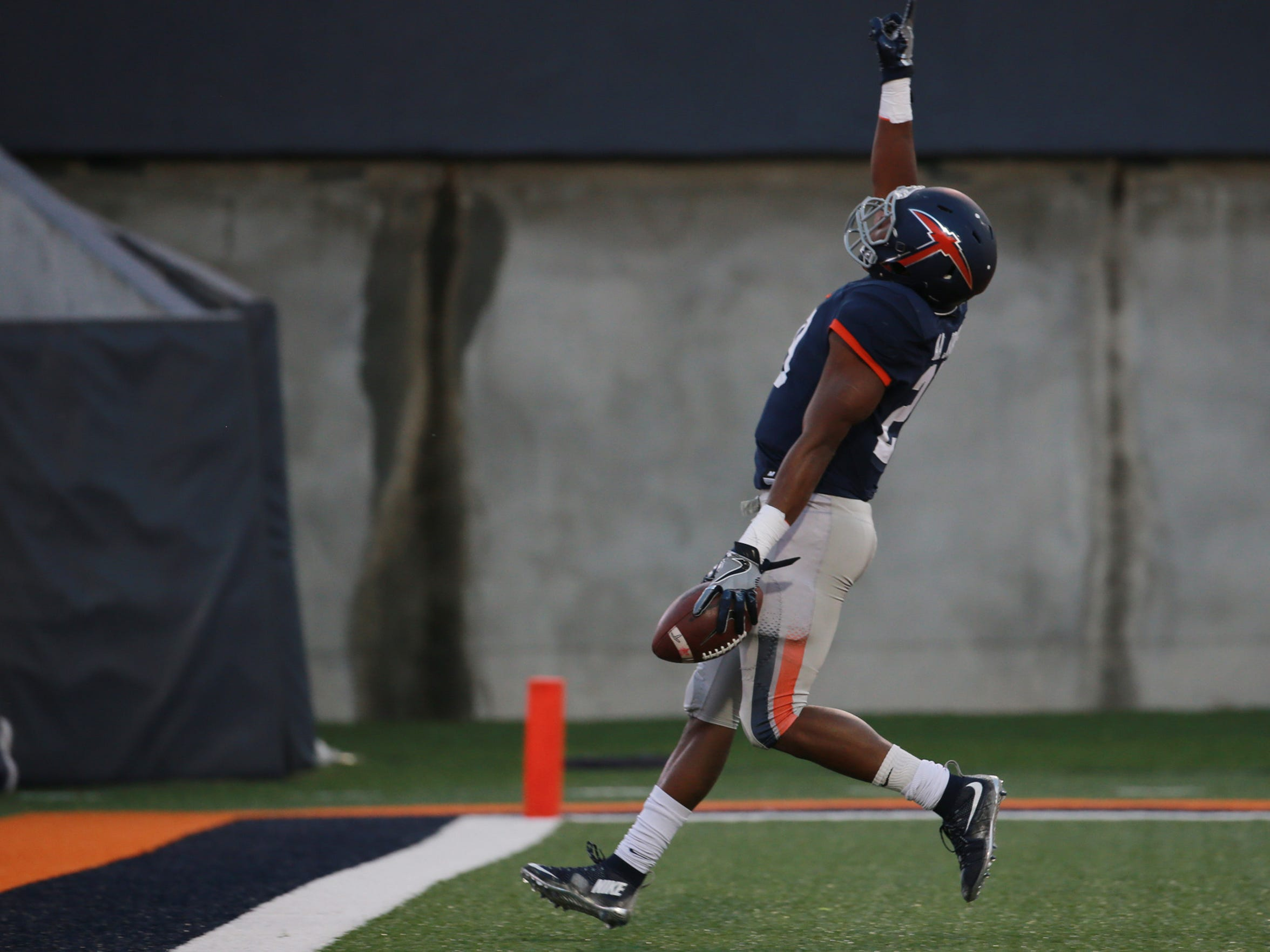 UTEP's Aaron Jones points heavenward after running