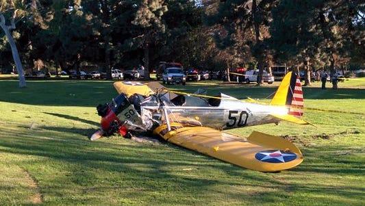 Un avión con el actor Harrison Ford se desplomó en un campo de golf de California.