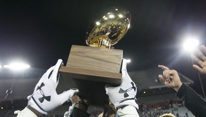 Arizona should adopt the new Ohio transfer rule, Mesa Desert Ridge football coach Jeremy Hathcock said.