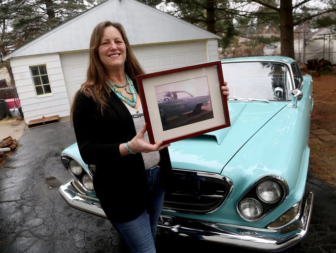 Denielle Armstrong holds a picture of her mother, Anne