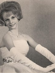 Deanna in one of her modeling shots from 1963.