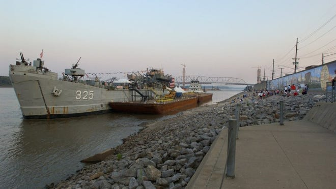 DENNY SIMMONS / COURIER & PRESS ARCHIVES LST 325 prepares to continue it's voyage up the muddy Mississippi River after their port visit at Cape Girardeau, Mo., June 24, 2003. Two days later they ported in St. Louis, Mo.