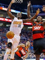 Phoenix Suns center Earl Barron (30) is fouled by Flamengo