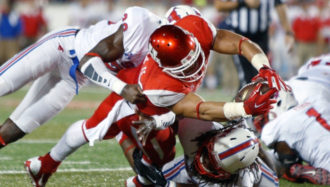 University of Houston Cougars running back Kenneth Farrow (35) stretches over the goal line for a touchdown against the Southern Methodist University Mustangs in the second half at TDECU Stadium on Thursday, October 8, 2015.
