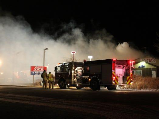 fire damages building cars at fond du lac auto dealership. Black Bedroom Furniture Sets. Home Design Ideas