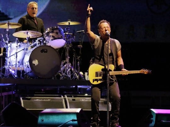 Weinberg and Springsteen on stage in Philadelphia on