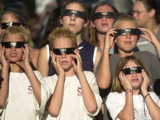 Evite ver el eclipse directamente