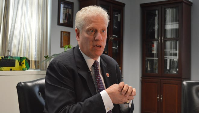Board of Legislators Chairman Mike Kaplowitz urged County Executive Rob Astorino to find a way to comply with the federal housing settlement.