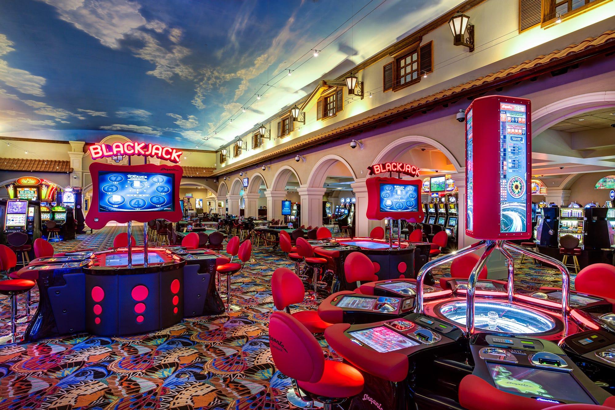 Full house poker club chips