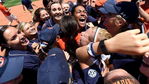 Auburn celebrates winning the super regional and advancing
