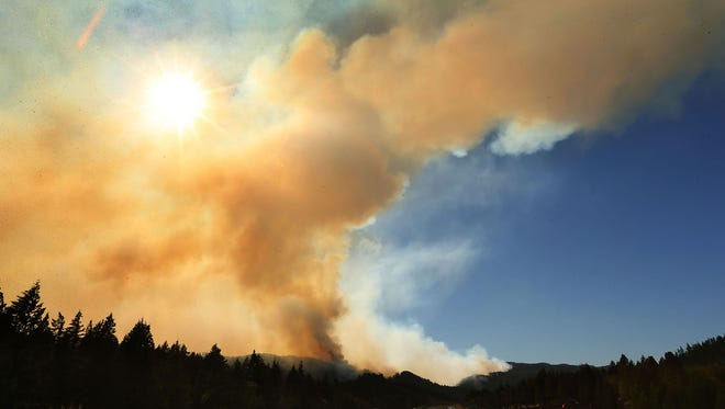A large plume of smoke rises over the town of Oakridge, Ore., in 2014.