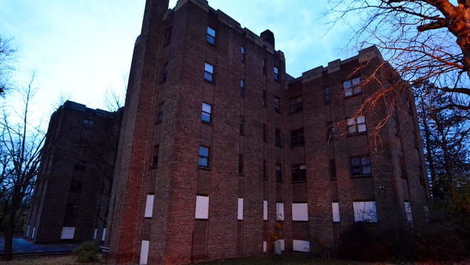 York-based developer Distinct Property Management will fix up the old Elm Terrace apartment building, 450 Madison Ave.