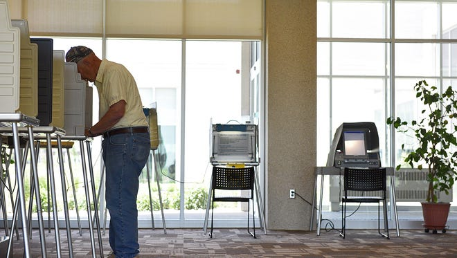 Arnie Osmundson, of Sioux Falls, fills out his ballot during the South Dakota Primary Election Tuesday, June 7, 2016, at Gloria Dei Lutheran Church in Sioux Falls.