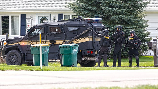 A man held Waupun Police and the Fond du Lac County Sheriff's Office SWAT team in a standoff for just over an hour on Oriole Street between County Park Road and North Harris Avenue on the city's far west side. The man eventually surrendered without incident.