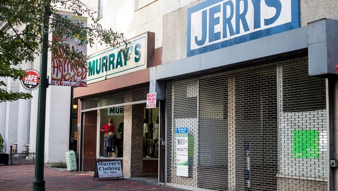 October 18, 2017 - The Center City Development Corp., a DMC affiliate, voted Wednesday to take an option to buy the Murray's and Jerry's clothing building for $710,000 and sell it to a developer for $500,000, provided a competitive process lines up an appropriate mixed-use redevelopment.