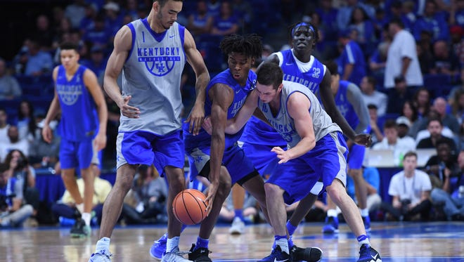 UK guard Shai Gilgeous-Alexander goes for a loose ball during the University of Kentucky mens basketball Blue-White scrimmage in Lexington, Kentucky, on Friday, Oct. 20, 2017.