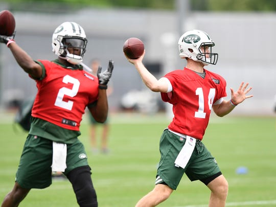 New York Jets quarterbacks Teddy Bridgewater, left, and Sam Darnold throw the ball on the first day of OTA's in Florham Park, NJ on Tuesday, May 22, 2018.