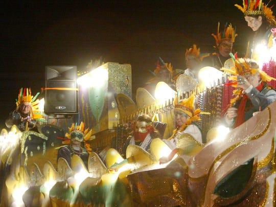 The Queen's Parade rolls through Lafayette Lundi Gras