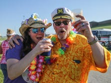 Jimmy Buffett and his Parrotheads invade Ruoff Music Center