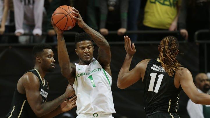 Live updates: Oregon Ducks basketball losing big at California