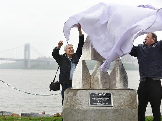 Sculptor Ephraim Peleg unveils statue