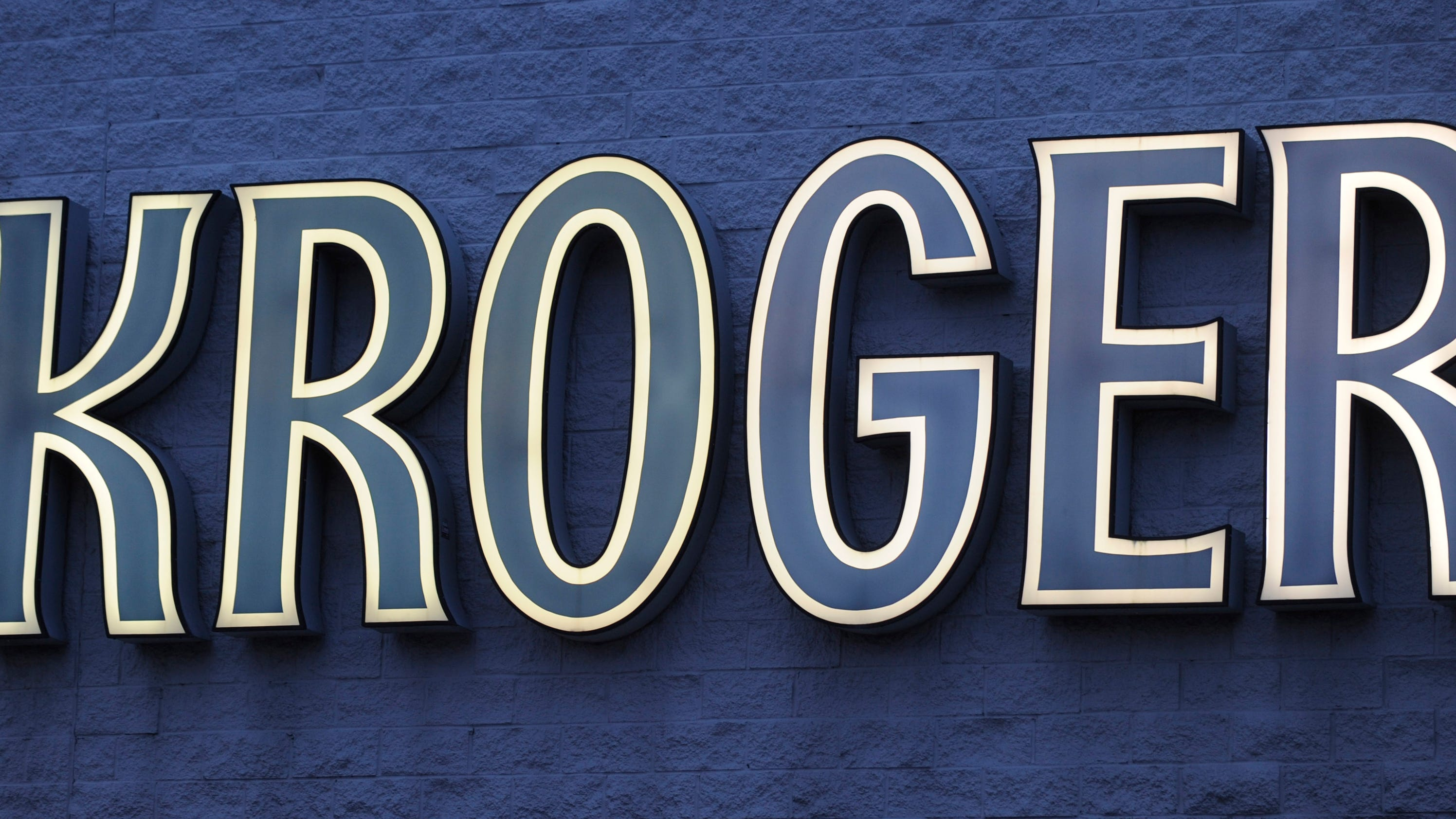 Kroger quarterly earnings top estimates