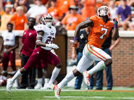 Clemson wide receiver Mike Williams (7) runs to catch a pass by Clemson quarterback Deshaun Watson (4) at the Clemson game against Troy on Saturday, September 10, 2016 in Clemson.