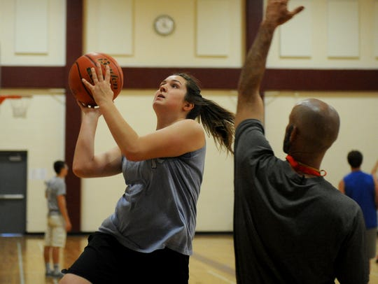 Holly Manos goes for a layup during the Texas Six-Man