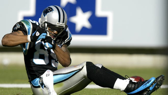 """CHARLOTTE, NC - OCTOBER 30:  Steve Smith #89 of the Carolina Panthers celebrates a 69 yard pass play by """"rowing a boat"""" against the Minnesota Vikings on October 30, 2005 at Bank of America Stadium in Charlotte, North Carolina.  (Photo by Craig Jones/Getty Images) (Via MerlinFTP Drop)"""
