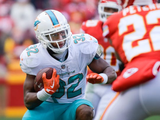 Miami Dolphins running back Kenyan Drake (32) returned a kickoff for a touchdown in the 2016 national championship game Alabama won over Clemson, 45-40, in Arizona